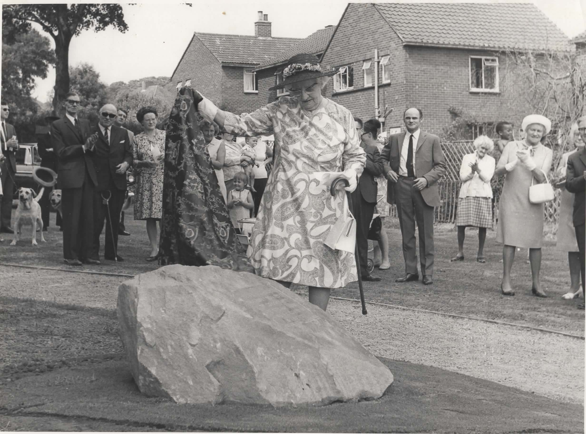 Derby Libraries  - Mrs Clemson unveiling plaque