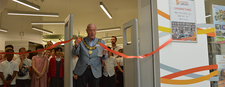 Mayor of Derby cuts the ribbon to open the new Riverside Library