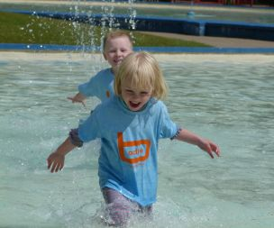 Image for link to Paddling pool and water play